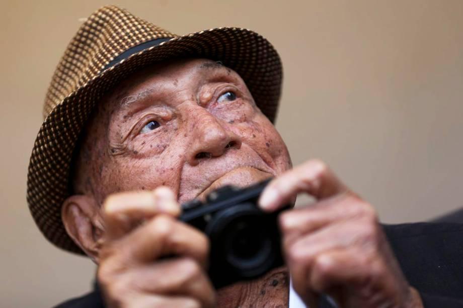 O fotógrafo Gervásio Batista, de 95 anos, é homenageado  pela Associação Baiana de Imprensa (ABI) com a Medalha do Mérito Jornalístico - 22/09/2018
