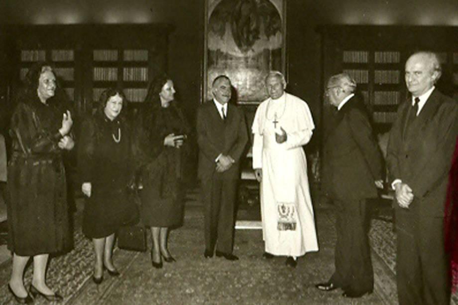 O presidente José Sarney e sua mulher, Marly, durante audiência com  papa João Paulo 2º