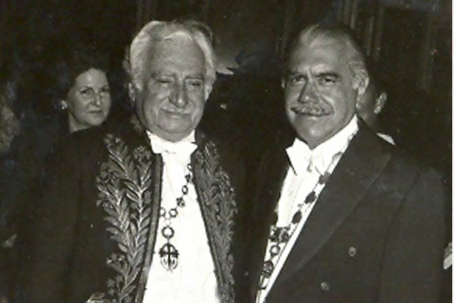 O escritor Jorge Amado e o  presidente José Sarney , na academia Brasileira de Letras,Gervásio Baptista