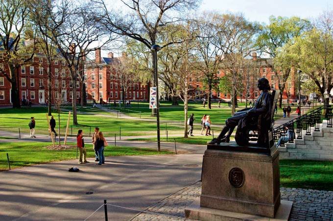 HARVARD-CAMPUS-USA.jpg