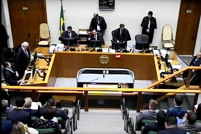 STJ julga recurso de Lula