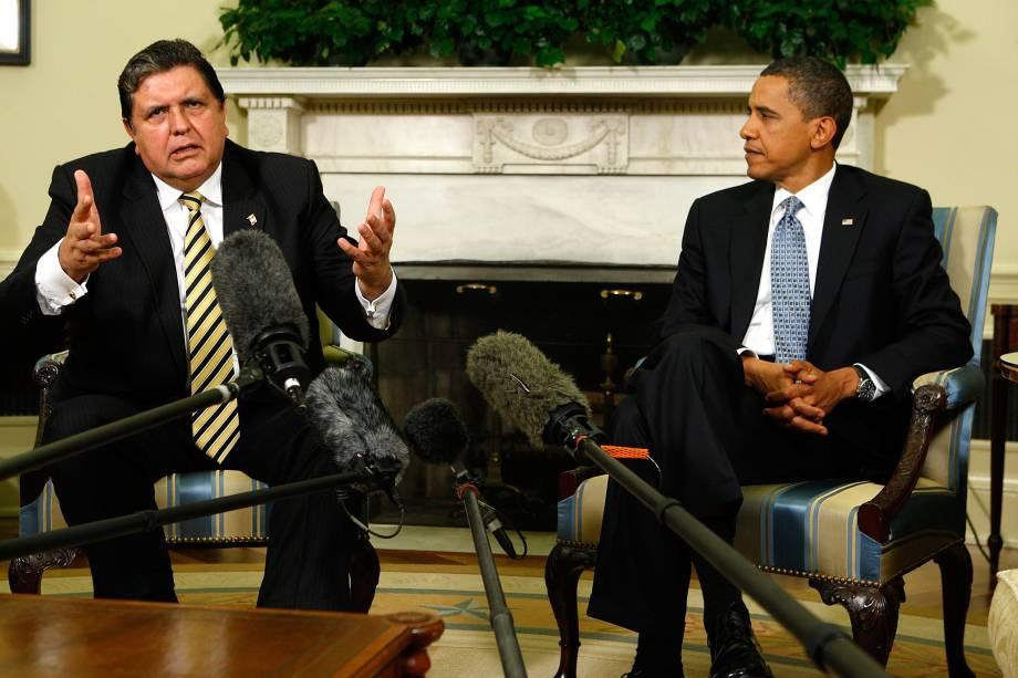 O ex-presidente do Peru Alan García durante reunião com o então presidente dos Estados Unidos Barack Obama no Gabinete Oval da Casa Branca em junho de 2010