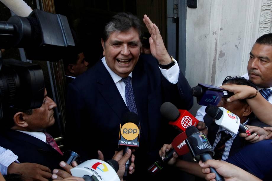 O ex-presidente do Peru, Alan Garcia, chega ao Ministério Público para testemunhar no caso da Odebrecht em Lima - 16/02/2017