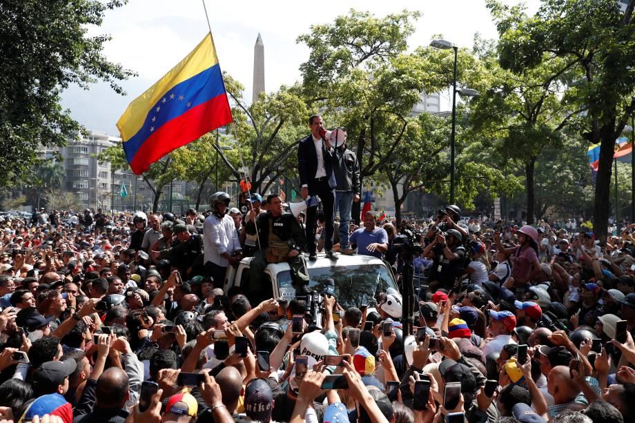 O líder da oposição venezuelana e presidente autoproclamado, Juan Guaido, discursa para apoiadores em Caracas, Venezuela - 30/04/2019