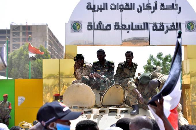 Ditador do Sudão é removido do cargo por militares
