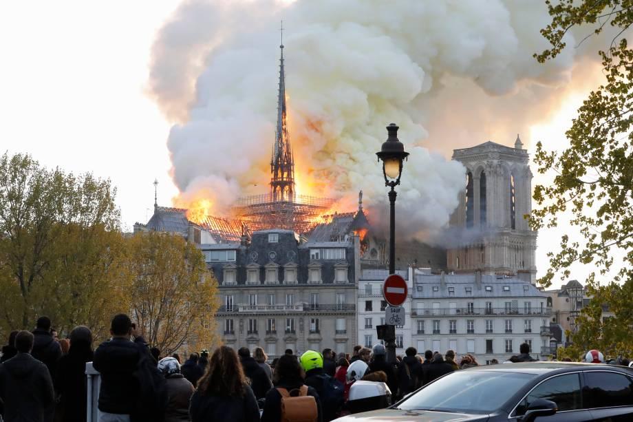 Incêndio atinge a Catedral de Notre-Dame, no centro de Paris - 15/04/2019