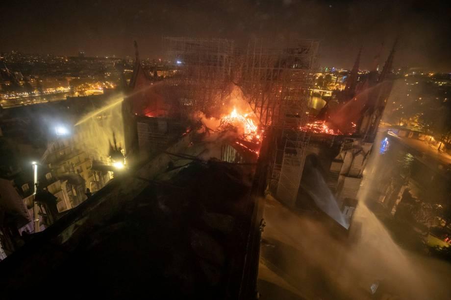 Vista aérea mostra incêndio que destruiu parcialmente a Catedral de Notre-Dame, localizada na região central de Paris - 16/04/2019