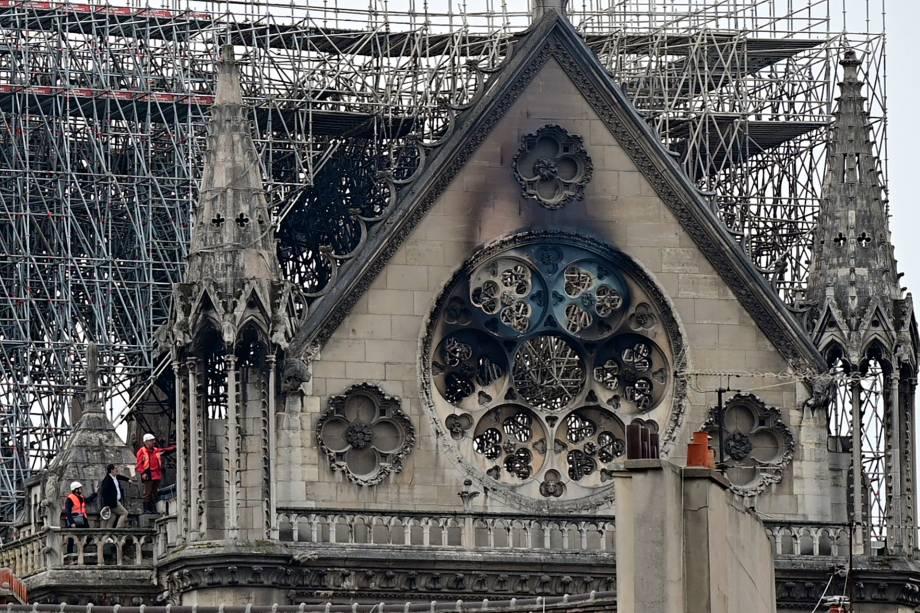 Catedral de Notre-Dame é inspecionada após incêndio destruir parcialmente o local - 16/04/2019