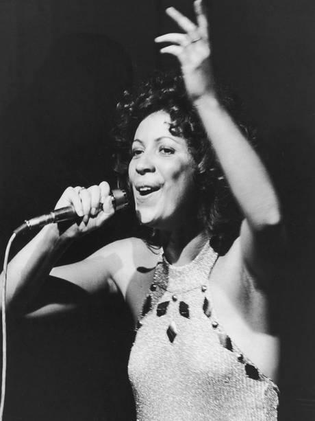 A cantora Beth Carvalho - 1975