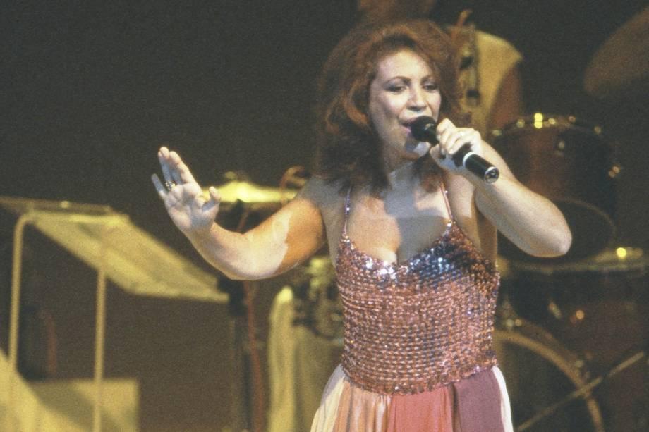 A cantora Beth Carvalho - 1984