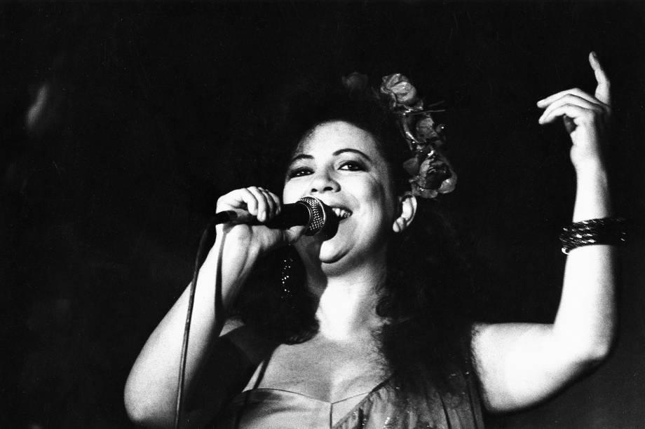 A cantora Beth Carvalho - 1986
