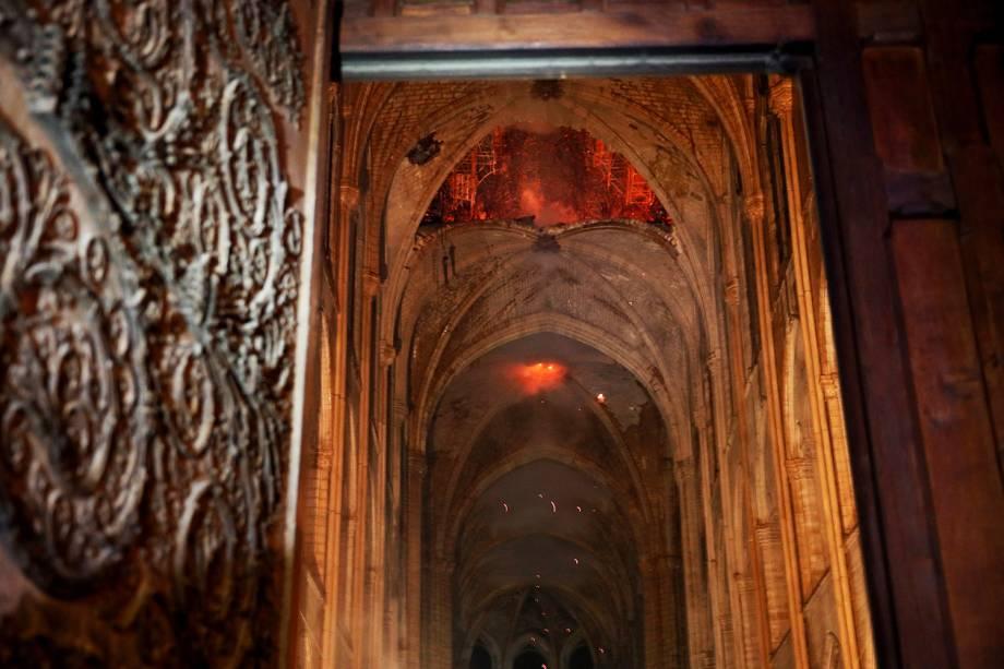 Incêndio consome interior da Catedral de Notre-Dame, localizada na região central de Paris - 15/04/2019