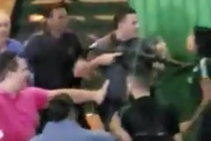 Polícia usa arma para afastar estudantes em SP