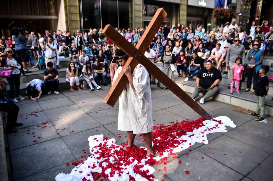 Cristãos reencenam a crucificação de Jesus Cristo na Sexta-feira Santa, em Sydney, na Austrália - 19/04/2019