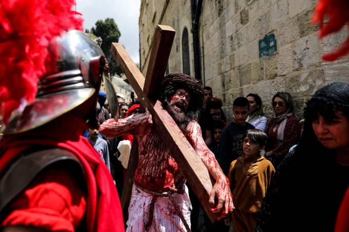 Cristãos relembram a Paixão de Jesus