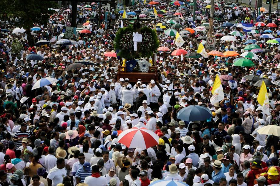 Fiéis católicos participam da procissão da Sexta-Feira Santa em Manágua, na Nicarágua - 19/04/2019