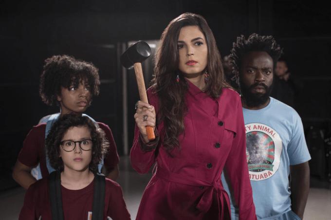 Emanuelle Araújo, Douglas Silva, Sabrina Nonata e Cauã Gonçalves em cena da 2ª temporada de 'Samantha!', da Netflix
