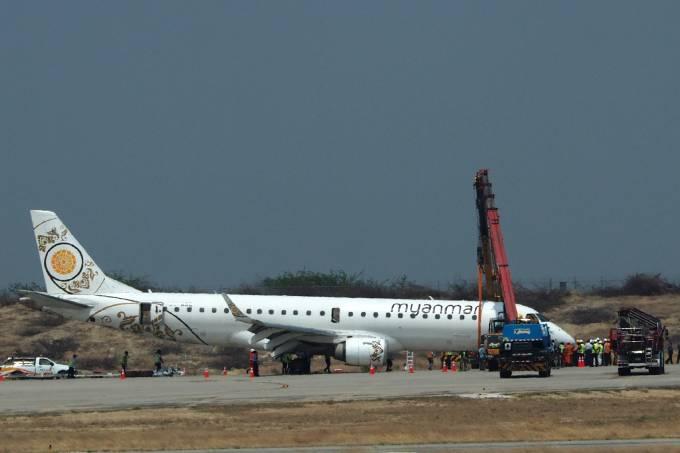 Avião faz pouso forçado em Mianmar