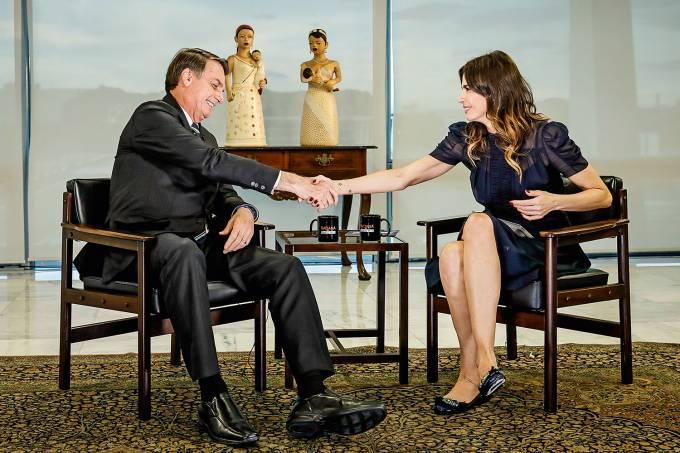 Jair Bolsonaro é entrevistado por Luciana Gimenez