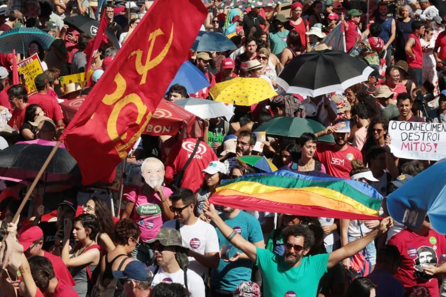 Manifestação contra a reforma da previdência e os cortes na educação na Esplanada dos Ministérios, setor central de Brasília. - 30/05/2019