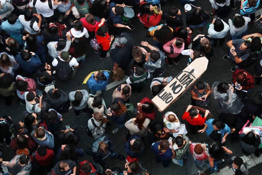 Manifestantes protestam contra os cortes na área da educação e pesquisa anunciados pelo Governo Federal, em São Paulo (SP) - 15/05/2019