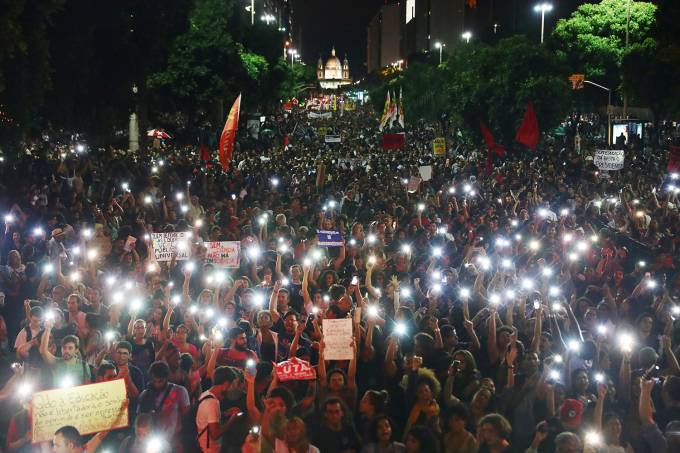 Protesto contra o corte de verbas nas universidades