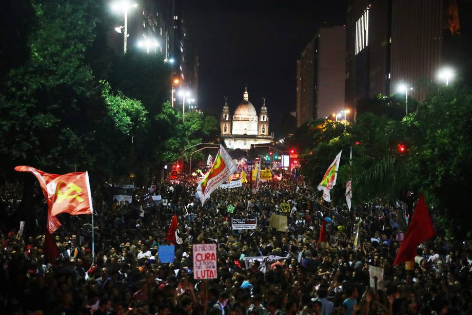 Manifestantes protestam contra o corte de verbas de universidades, no Rio de Janeiro (RJ) - 15/05/2019