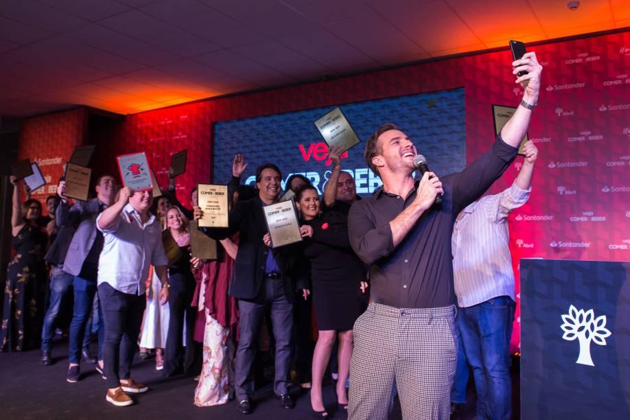 Daniel Adjuto: hora da selfie com os campeões