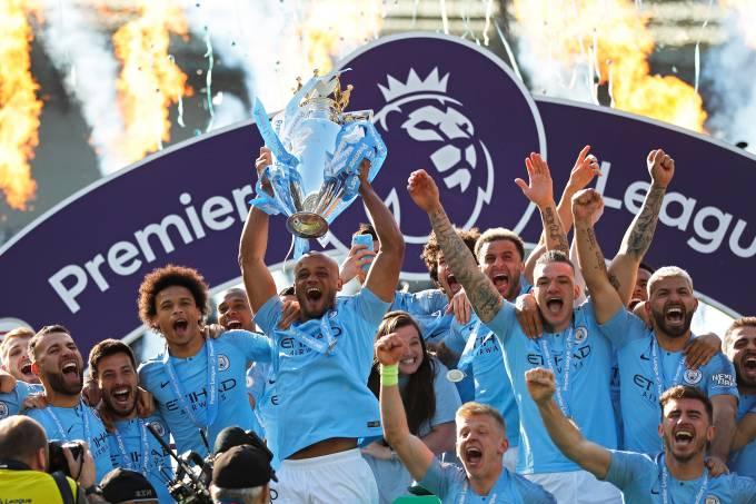 Manchester City é bicampeão inglês
