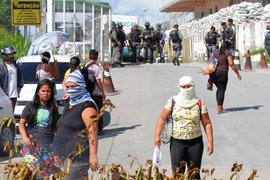 Parentes de presos bloqueiam a entrada de presídio localizado em Manaus (AM), após série de massacres no estado - 27/05/2019