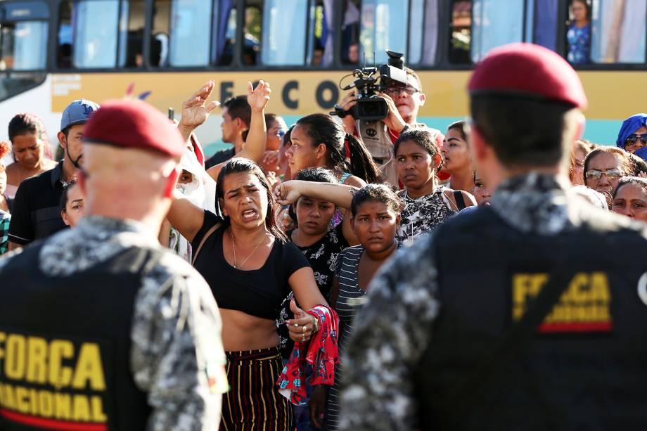 Parentes de presos protestam na frente de complexo penitenciário, após massacres serem registrados em diversos presídios de Manaus (AM) - 27/05/2019