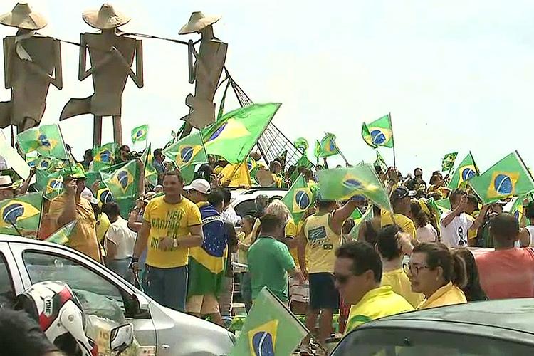Manifestantes a favor do governo Bolsonaro se reúnem na Avenida Litorânea, em São Luís (MA) - 26/05/2019