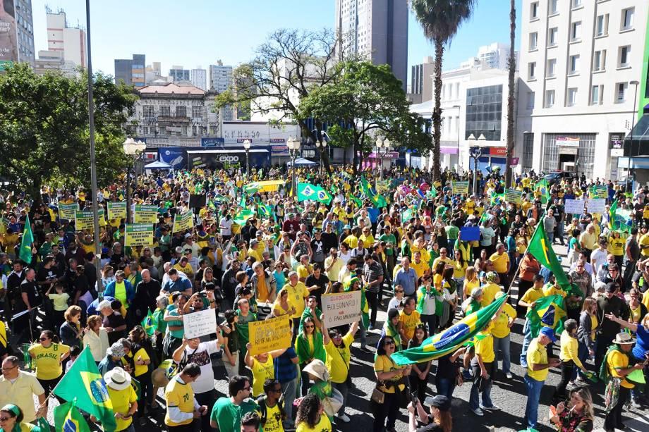 Protesto em apoio ao governo do presidente Jair Bolsonaro, realizado no Largo do Rosário, em Campinas (SP) - 26/05/2019