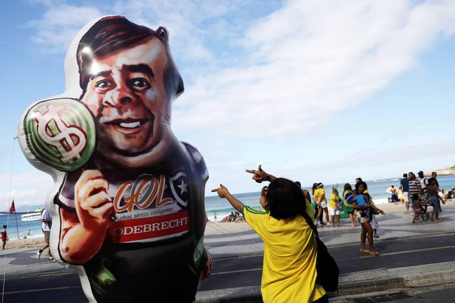 Pixuleco do presidente da Câmara dos Deputados, Rodrigo Maia,  é visto durante protesto a favor do governo Bolsonaro nos arredores  da Praia de Copacabana, no Rio de Janeiro (RJ) - 26/05/2019