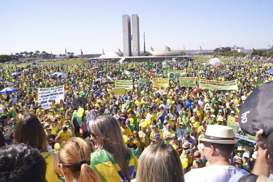 Manifestantes realizam protesto em apoio ao governo do presidente Jair Bolsonaro em Brasília (DF) - 26/05/2019