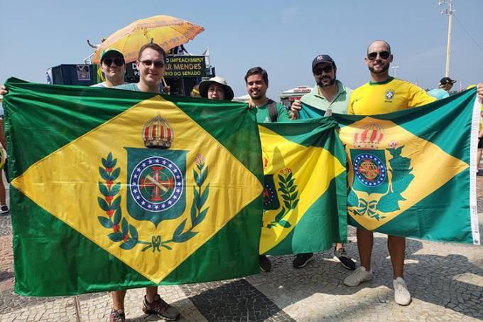 Manifestantes da Confederação Monárquica do Brasil