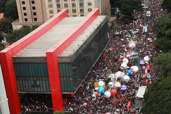 Protestos contra cortes na área da educação
