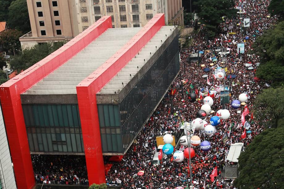 Protesto na Avenida Paulista, em São Paulo, que foi fechada para o trânsito nos dois sentidos (SP) - 15/05/2019