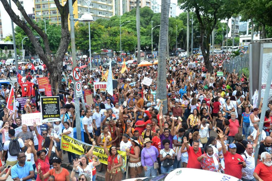 Manifestação contra cortes na educação, na Praça do Campo Grande, em Salvador (BA) - 15/05/2019