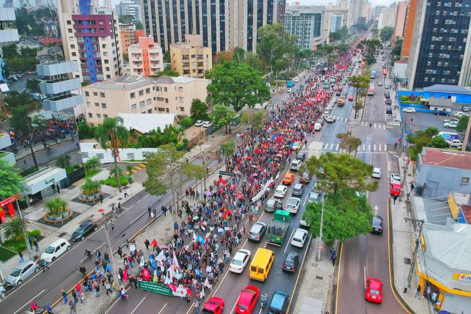Estudantes protestam contra cortes na Educação e a reforma da Previdência em Curitiba - 15/05/2019