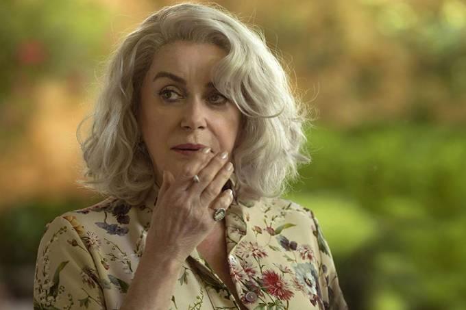 Catherine Deneuve em cena de 'A Última Loucura de Claire Darling'