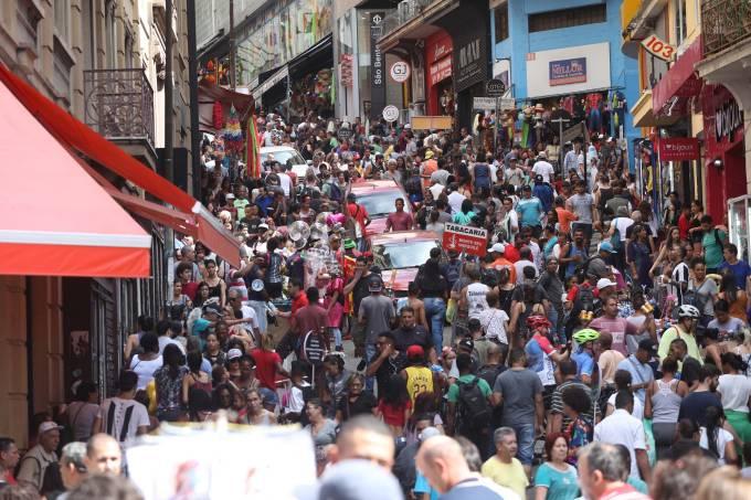 Movimentação na Rua 25 de Março