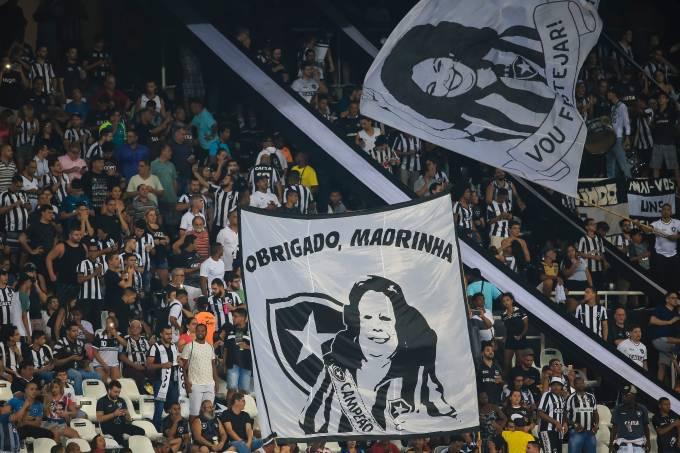 Botafogo homenageia Beth Carvalho
