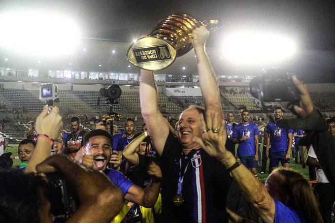 Rogério Ceni comemora título da Copa do Nordeste