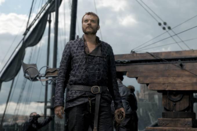 Euron Greyjoy (Johan Philip Asbæk) aparece assombrado por algo que vê no céu em teaser do 5º episódio da 8ª temporada de 'Game of Thrones'
