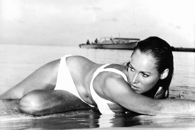 Ursula Andress em cena do filme 'James Bond: Dr. No', de 1962: posts diziam tratar-se da política Sonia Ghandi, mãe do candidato de oposição, Rahul Gandhi.