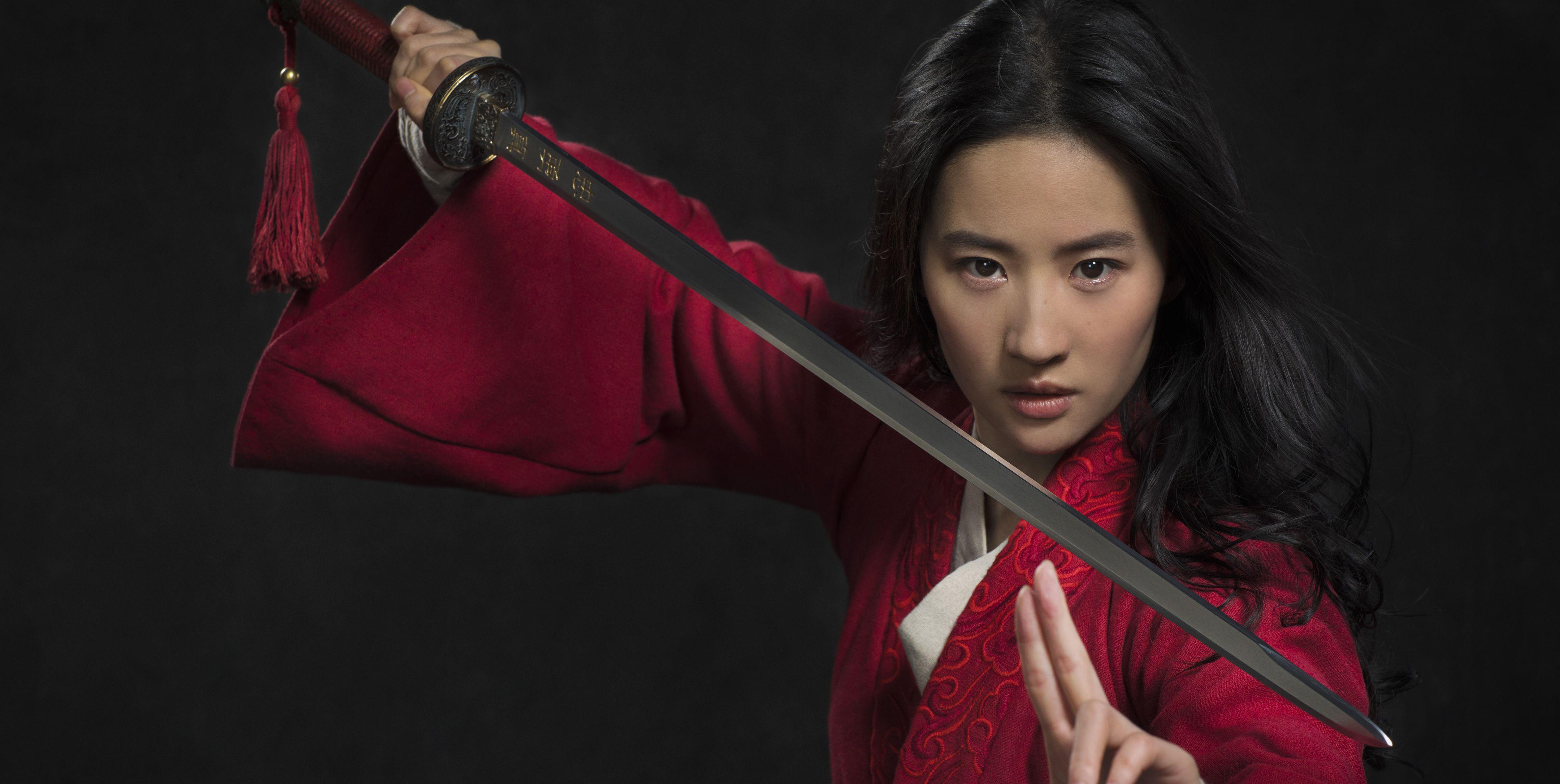 A atriz Liu Yifei como Mulan na primeira imagem oficial do novo filme da Disney