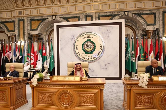Encontro de lideranças árabes em Meca