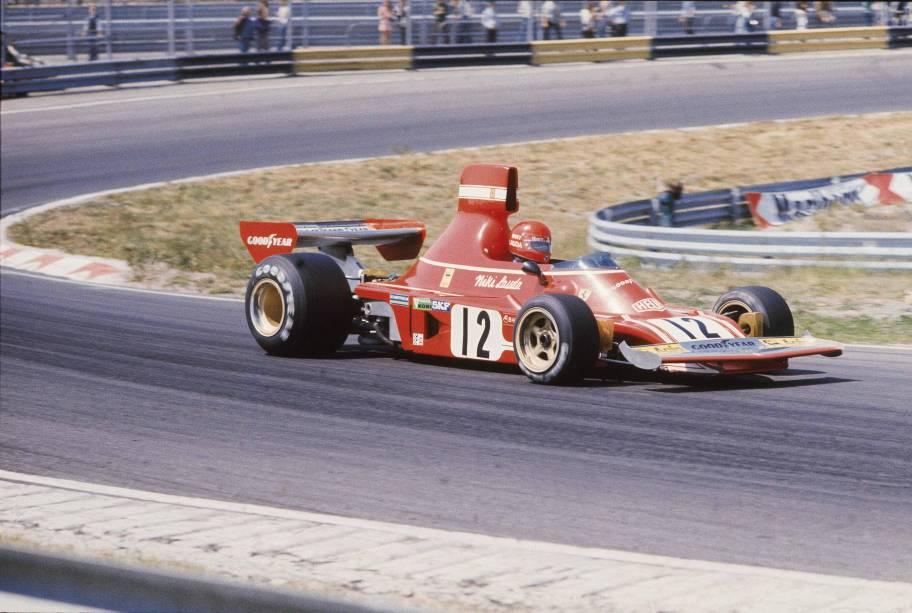 Niki Lauda, da Ferrari, pilotando uma 312 T2, no GP dos EUA de F1.