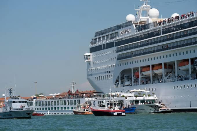 Colisão de navio em Veneza